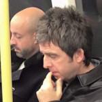 Noel Gallagher toma su metro para ir a cantar en concierto de U2