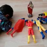 Facebook: niño rezando con superhéroes conmueve la red