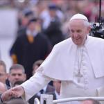 Francisco: Vaticano desmiente que el Papa tenga cáncer