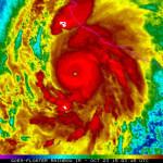 Huracán Patricia se acerca a México con fuertes vientos