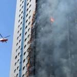 Emiratos Árabes Unidos: se incendia rascacielos de 24 pisos