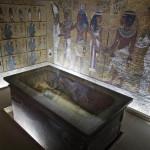 Egipto: buscarán a Nefertiti en tumba de Tutankamón