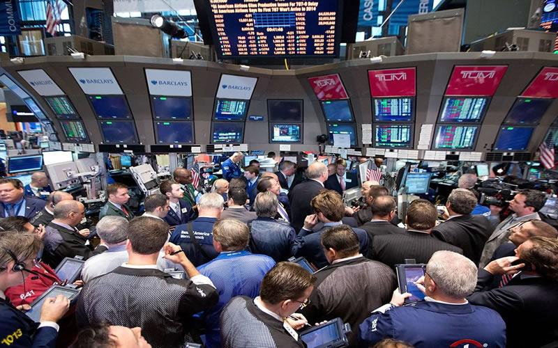 Wall Street cierra a la baja tras liquidación de acciones tecnológicas