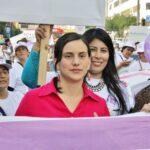 Verónika Mendoza promete reducir precio de medicamentos en 30%