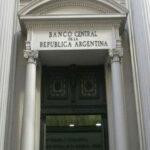 Argentina: Fijan nuevos límites a dólares para importaciones