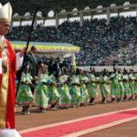 Papa Francisco culmina su viaje a África con multitudinaria misa