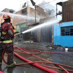 Lima: Menores mueren en incendio que afectó tres viviendas
