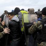 Macedonia comienza a levantar valla de 4 kilómetros en la frontera