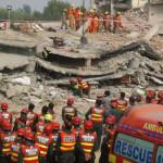 Pakistán: 25 muertos y más de 100 heridos en derrumbe de fábrica