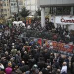 Policía turca arremete contra protesta por libertad de prensa