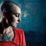 Sinead O'Connor es asistida tras mensaje suicida en Facebook