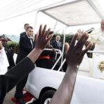 Papa Francisco llega a Uganda, segunda etapa de su viaje por África