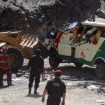 Bus interprovincial choca con camión en vía Cusco-Arequipa