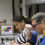 Venezuela: Se comen papeleta de voto en elecciones legislativas