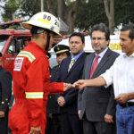 Gobierno entrega modernos vehículos a bomberos voluntarios