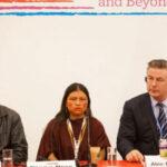 Alec Baldwin comprometido a conservar bosques del Perú