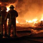 Callao: Bomberos combaten voraz incendio en Los Barracones