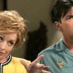 "Two and a Half Men: ""Madre"" de Charlie Sheen confiesa homosexualidad"
