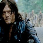 "The Walking Dead: Fanática muerde a ""Daryl Dixon"""
