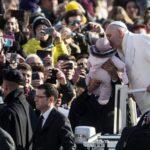 Papa Francisco:  Es buen hábito que padres observen a sus hijos