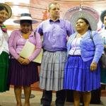 Bolivia: Presidente del Senado se viste de 'cholita' para desagraviar a mujeres