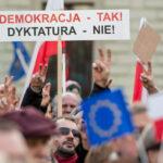 Polonia: Miles marchan por la democracia y contra el gobierno