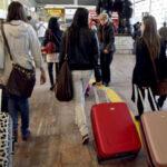 Españoles siguen marchándose al extranjero, y a mayor ritmo