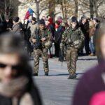 Francia moviliza 120,000 policías y militares por Navidad