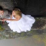 Novios hacen sesión fotográfica más extrema para una boda