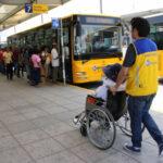 Personas con discapacidad severa viajarán gratis en transporte público