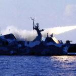 Irán lanza misiles cerca de portaaviones de EEUU (VIDEO)