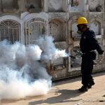 Fumigan cementerios en prevención de dengue