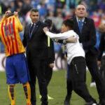 YouTube: Messi tuvo este gesto con hincha que invadió la cancha