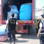 Incautan más de 2 toneladas de ropa usada de contrabando