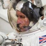 Suspenden caminata espacial al entrarle agua a traje de astronauta