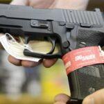 Facebook e Instagram prohíben ventas de armas entre particulares (VIDEO)