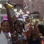 Brasil: En Carnaval de Río hasta los niños salen de parranda