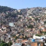 Brasil: Roca gigante se desprende de cerro y destruye 8 viviendas