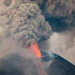 Nicaragua: Después de 104 años el volcán Momotombo erupciona lava