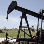 Petróleo de Texas sube 2.70% y cierra en 32.30 dólares el barril