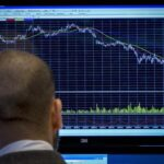 China paraliza por 15 minutos sus bolsas ante fuertes caídas