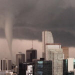 EEUU: Tornado levantó varios autos cerca de colegio en Miami