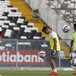 Universitario se enfrenta al Colo Colo a las 6:00 pm en Santiago