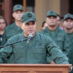 """FFAA considera un """"ultraje"""" retiro de imágenes de Bolívar y Chávez"""