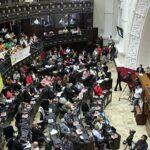 "Venezuela: Parlamento declara ""crisis humanitaria"""