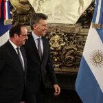 Errores en banderas de Francia y Argentina durante reunión Macri-Hollande