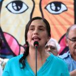 Verónika Mendoza reta a candidatos levantar su secreto bancario