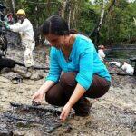 Verónika Mendoza visita zona afectada por derrame de petróleo
