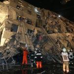 Taiwán: Cien personas atrapadas en edificio que derrumbó el sismo (VIDEO)