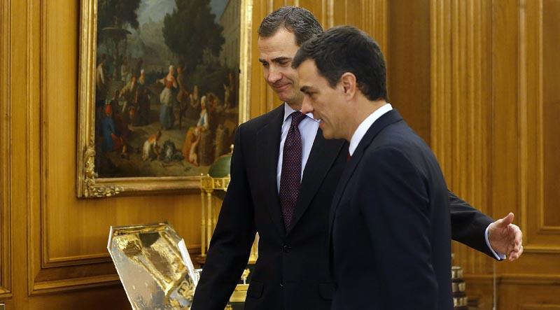 GRA067. MADRID, 02/02/2016.- El rey Felipe VI recibe en audiencia en el Palacio de la Zarzuela al secretario general del PSOE, Pedro Sánchez (d), en el marco de la segunda ronda de consultas para la designación de candidato a la Presidencia del Gobierno. EFE/Chema Moya ***POOL***
